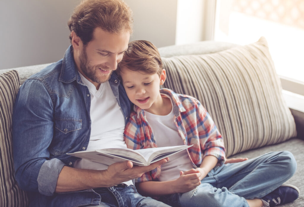 Dad reading to child before bed to limit screen time